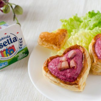 Puff pastry heart with Robiola Osella and beetroot
