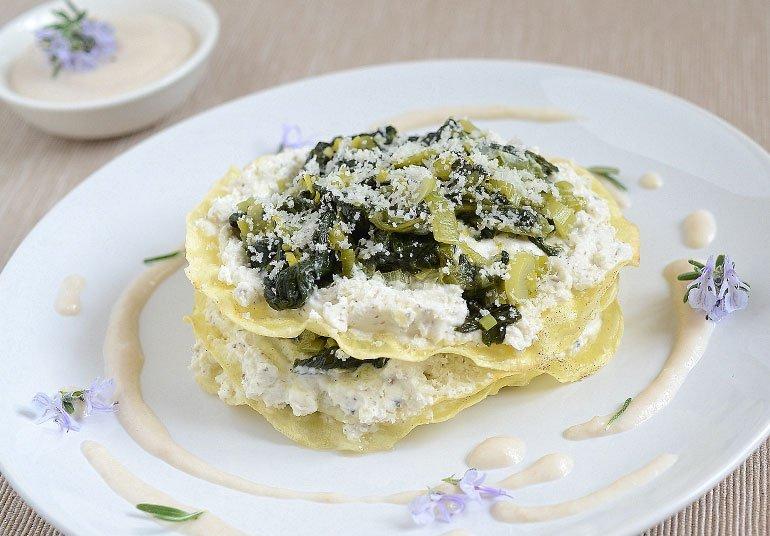 Lasagne croccanti con Robiola Osella con tartufo in salsa di prosciutto di Praga