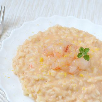 Risotto with semi-raw prawns, creamed with Robiola Osella with Artichoke and Thyme