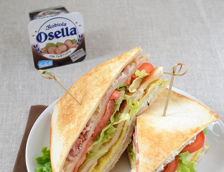 Club sandwich con guanciale, uovo e Robiola Osella con tartufo - Ricette Fattorie Osella