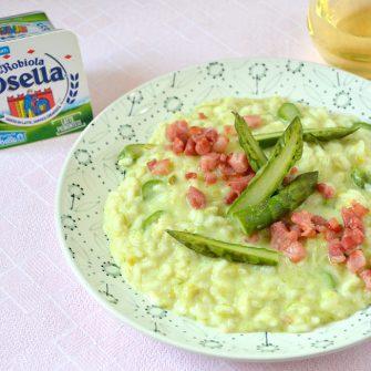 Risotto con crema di asparagi e pancetta croccante