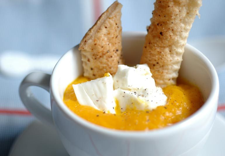 Cappuccino di carote con Stracchino Osella e sfoglia croccante