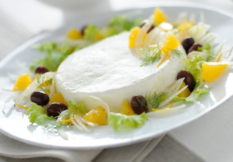 Linea con olive nere, arance e finocchi
