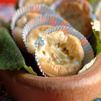 Warm puff pastry nests with Alpino Osella