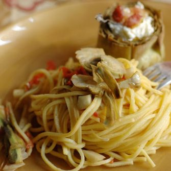 Fresh spaghetti with artichoke hearts stuffed with Robiola Osella